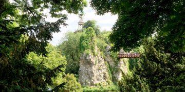 Aux Buttes Chaumont, le béton imite la nature