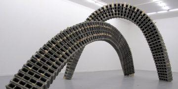 Art béton : une tension poétique entre forme et matériau