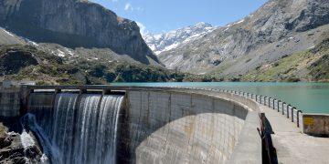 Du béton, de l'eau… de l'électricité !